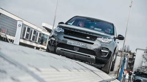 Land Rover Trasa Above and Beyond